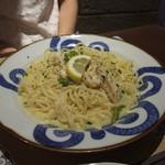 鎌倉パスタ - 蒸し鶏とグリーンアスパラのレモンクリームパスタ