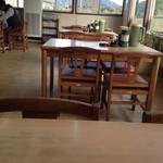 えぞっ子ラーメン - テーブル席。