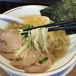 麺や マルショウ 塚口店 - 塩中華そば(700円)麺リフト