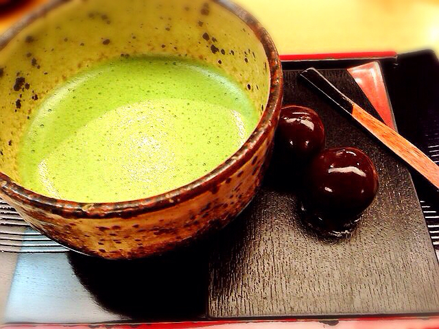 舟和 本店 - 抹茶とあんこ玉