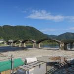 42910348 - 錦帯橋と遠くに岩国城