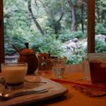 小鳥のcafe クインス - こっこプリン 300円とアイスアップルティー 400円