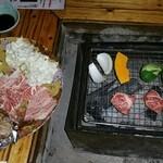 小次郎渕 - 焼き肉(炭火で焼いている状況)