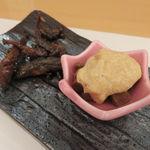口福料理 なかもと - お通し:いさごの佃煮、鮪の角煮 山かけ1