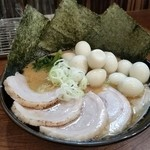 42916323 - チャーシュー麺 ウズラ玉子18ケ追加