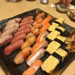 寿司和 - 左から 炙り中トロ 中トロ 赤貝 サーモン 玉子