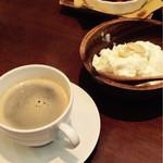 42918305 - 大きめデザートに、期間限定お代わり自由コーヒー