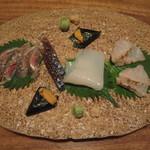 つる瑠 - 秋刀魚、鯖、ヤリイカ、赤雲丹、アラ炙り、二人前