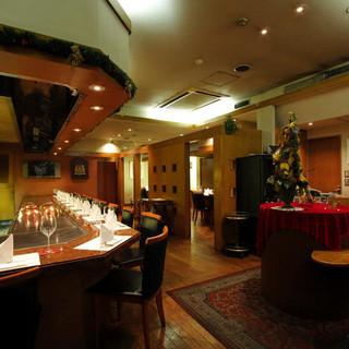 銀座に相応しい優雅な空間で、専属シェフを独占する贅沢