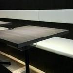 食堂カフェ COCO家 - こちらのテーブル席も喫煙席です。(*^O^*)
