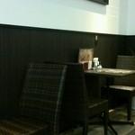 食堂カフェ COCO家 - 落ち着く店内 禁煙席 喫煙席ともキレイなお店です。(*^O^*)