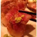 鉄板ダイニング 楽空 - 日本酒とも合う和牛♪お塩とわさびでいただきました!ウマウマでしたっ!