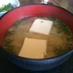炭火焼鳥 とさか - 豆腐と、わかめの味噌汁