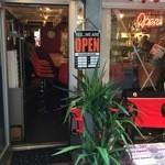 カリ~ アンド スパイスバル カリ~ビト - カウンター9席の店内