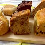 オンザディッシュ - ディンケルカンパーニュ  lunch Berry muffin  chocolat orange 2種のレーズン食パン marron  黒糖胡桃カンパーニュ