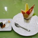 とれたて野菜 キッチン加賀田 - 手作りドルチェとフレッシュフルーツパフェ 700円 (^^
