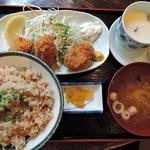 浜の牡蠣小屋 - 牡蠣ご飯定食ランチ750円2015年5月25日浜の牡蠣小屋