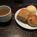 ガーブ ドレッシング - ランチのオニオンスープとパン