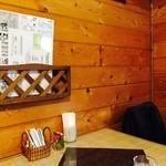 洋食屋ザンガラ - 温かみのある店内