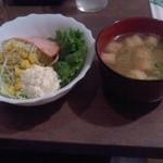 珈琲館 於巣路 - セットのサラダと味噌汁
