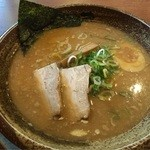42936210 - 豚骨醤油ラーメン 670円(税込)                       『日本初の柿渋生麺』がウリ!                       しかも特許を取得してある。