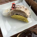 アルパジョン - 2015年10月。わらび餅入りロールケーキ。