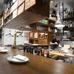 パスターヴォラ - オープンキッチンのカウンター席
