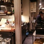 パスターヴォラ - オープンキッチン パスタ作りを眺めながら。