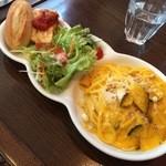42942528 - かぼちゃとゴルゴンゾーラチーズのスパゲティ、パン(おかわり自由)、前菜(オープンオムレツ)、サラダ
