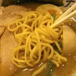 秋葉原ラーメン天神屋 - 麺は低加水、中太or中細