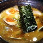 魚沼らーめん 雁舎 - 醤油とんこつラーメン