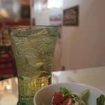 自家製ハンバーガー Nomad diner - ジンジャーエールとサラダ