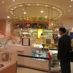 りんごの下 - 博多阪急の地下一階にあるフレッシュジュースやジェラートの楽しめるお店です。