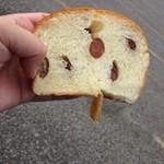 42955583 - オマケの甘納豆のパン×2切れ