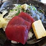 42956140 - シラスの生と釜揚げ+鮪の3色丼2,000円