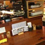 42959252 - カウンターにその日のお酒とお料理のmenuが置いてあります。