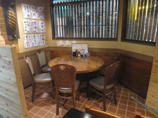 ろっぽん座 - テーブル席
