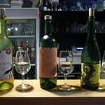 42963856 - 白ワイン3つのワイナリーのもの