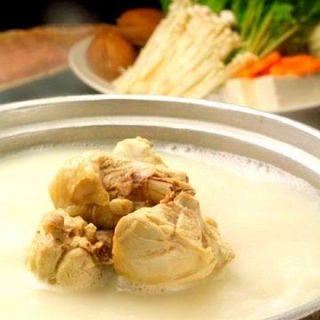 伝統的な濃厚白濁スープの博多水炊き