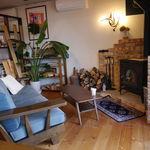 カフェドエコ - 暖炉のある店内