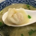 上海屋 - あっさりスープに、ツルンとワンタン、美味しいです