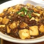 上海屋 - ピリ辛の麻婆豆腐、熱々で汗びっしょり