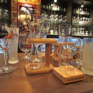 個性的な専用グラスで乾杯!