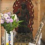珈琲 カンタータ - 店舗脇に祀られた不動明王の仏様