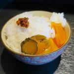 麺の坊 晴天 - サービスライス、ニンニク唐辛子が激うま♪