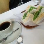 淳 - ブレンドコーヒー380円 サンドウイッチ570円