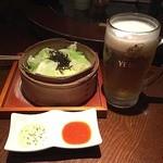 串もんDiningくしべえ - お通しは、蒸しキャベツ。                             塩昆布が乗っていてそのままでもすっごく美味しい。