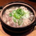 串もんDiningくしべえ - 塩もつ煮込み 580円。