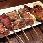 串もんDiningくしべえ - 6本1050円のくしべえセット。                             左から、ネギ間、タン、アスパラ、しそチーズ、つくね、シロコロ。