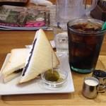 マルベリーフィールド - サンドイッチとアイスコーヒー